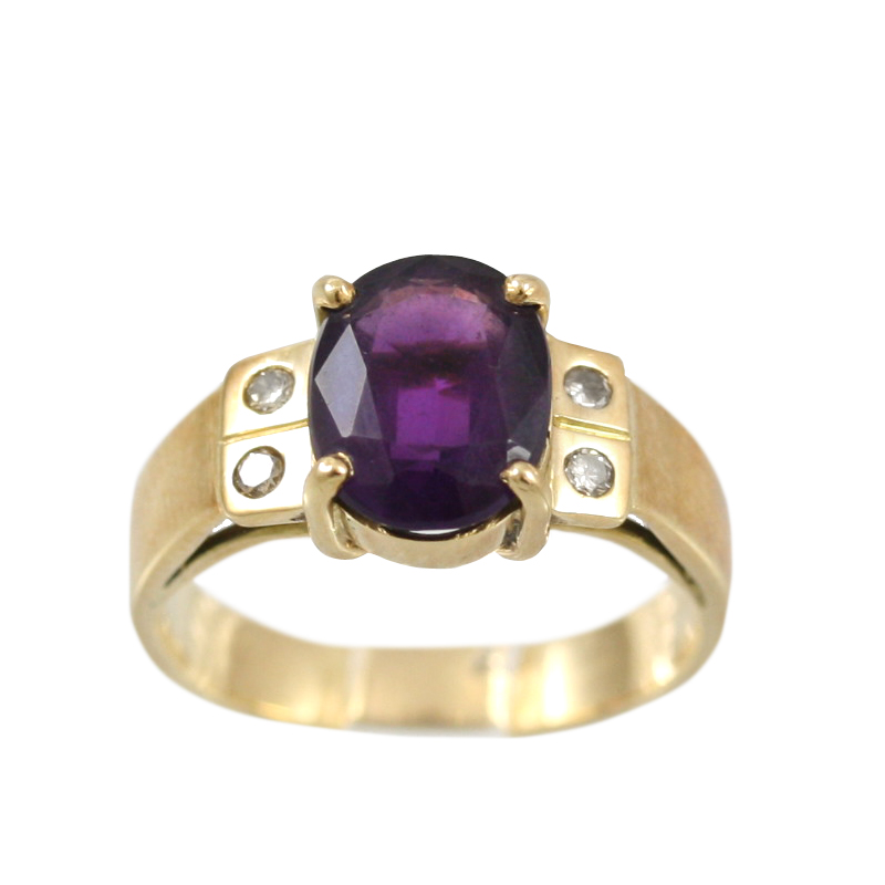 Vintage 14 Karat Yellow Gold Oval Amethyst and Diamond Ring