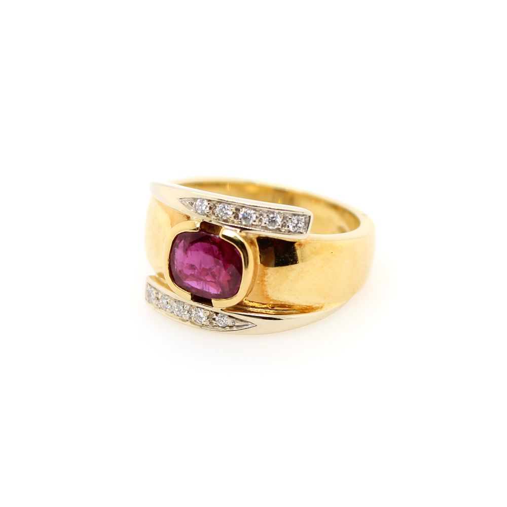 Vintage 18 Karat Yellow Gold Diamond and Ruby Ring
