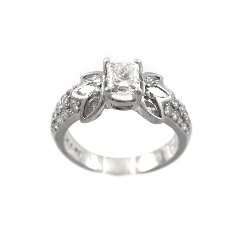 Very Pretty Platinum And Diamond Ring.