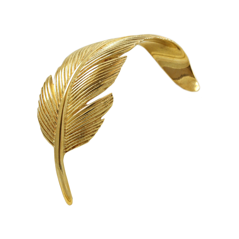 Tailored Ladys 18 Karat Yellow Gold Gamecock Tailfeather Pin.
