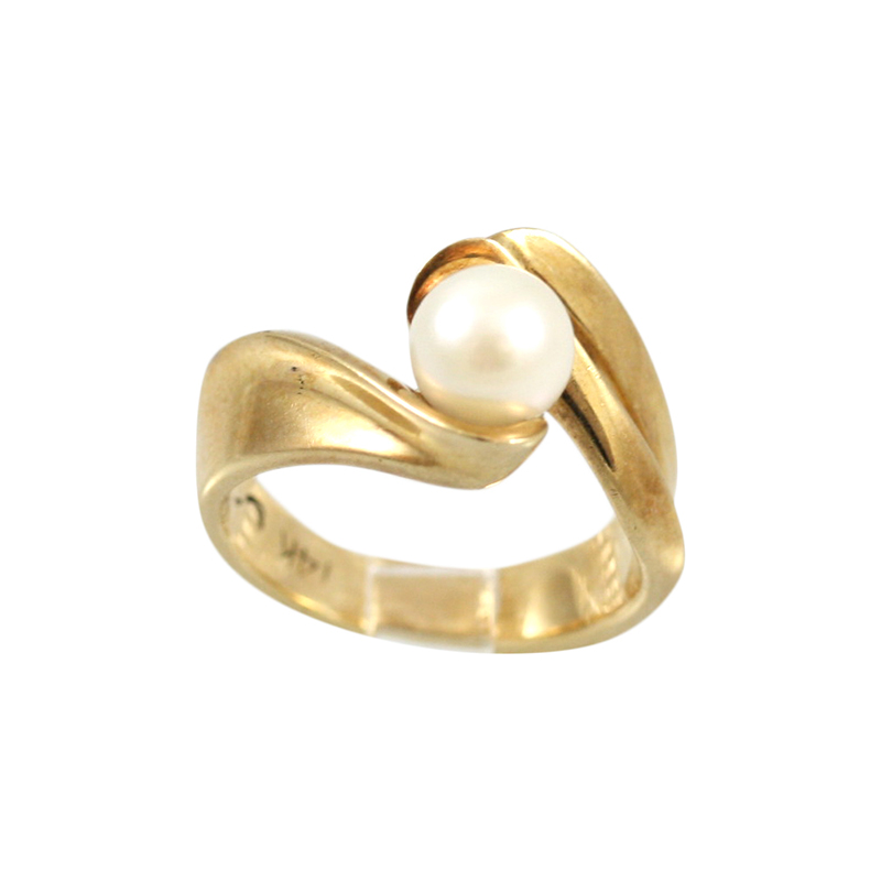 Beautiful And Feminine 14 Karat Yellow Gold Pearl Ring.