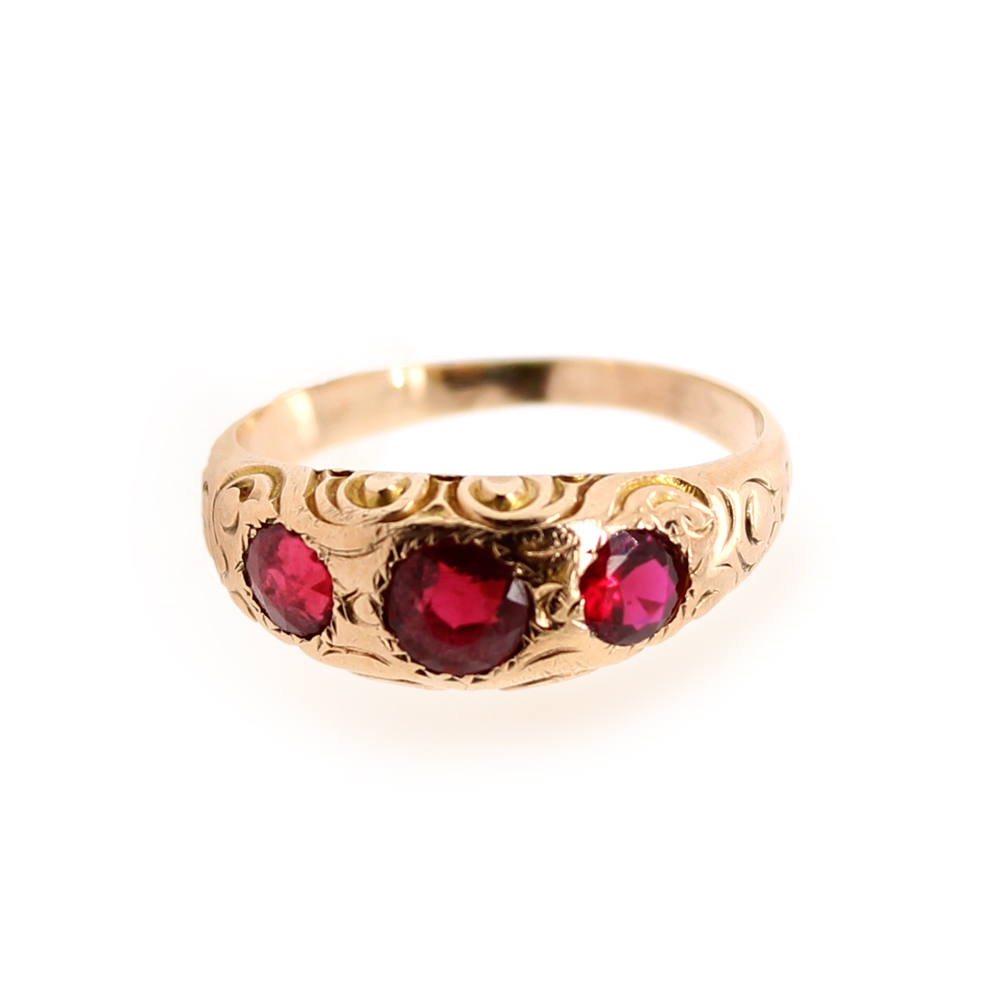 Vintage 14 Karat Yellow Gold Garnet Ring