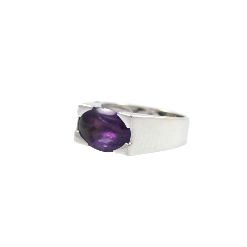 Estate 18 Karat White Gold Modern Oval Amethyst Ring