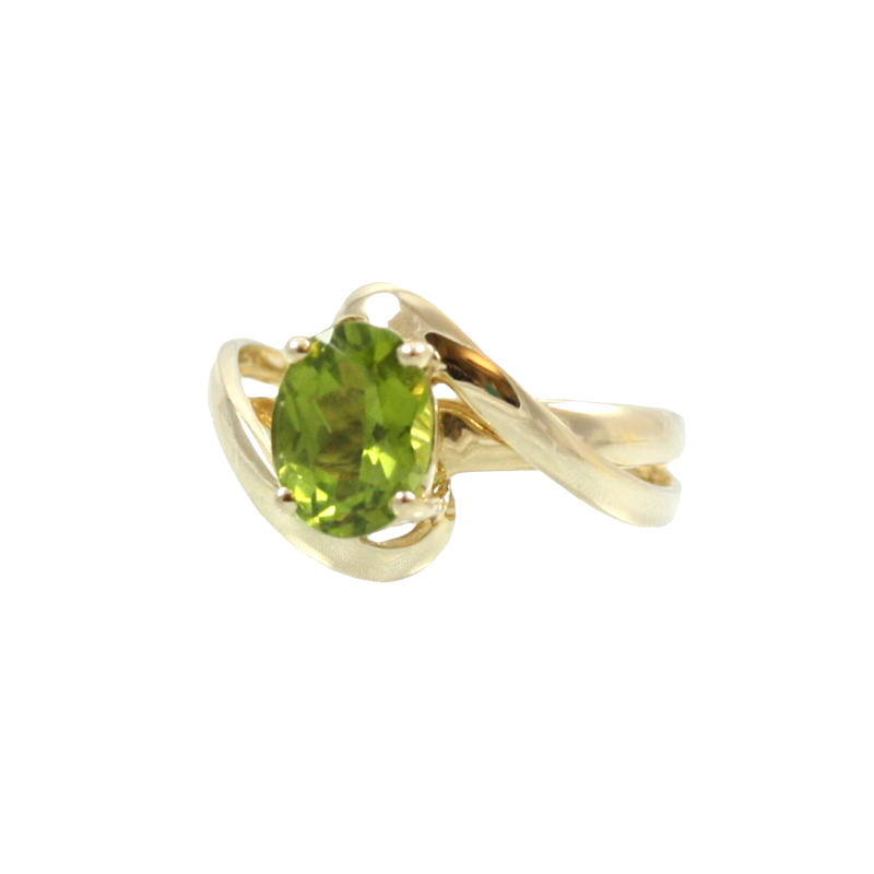 Vintage 14 Karat Yellow Gold Oval Peridot Ring
