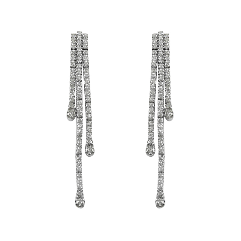 Estate 18 Karat white gold and diamonds drop earrings.