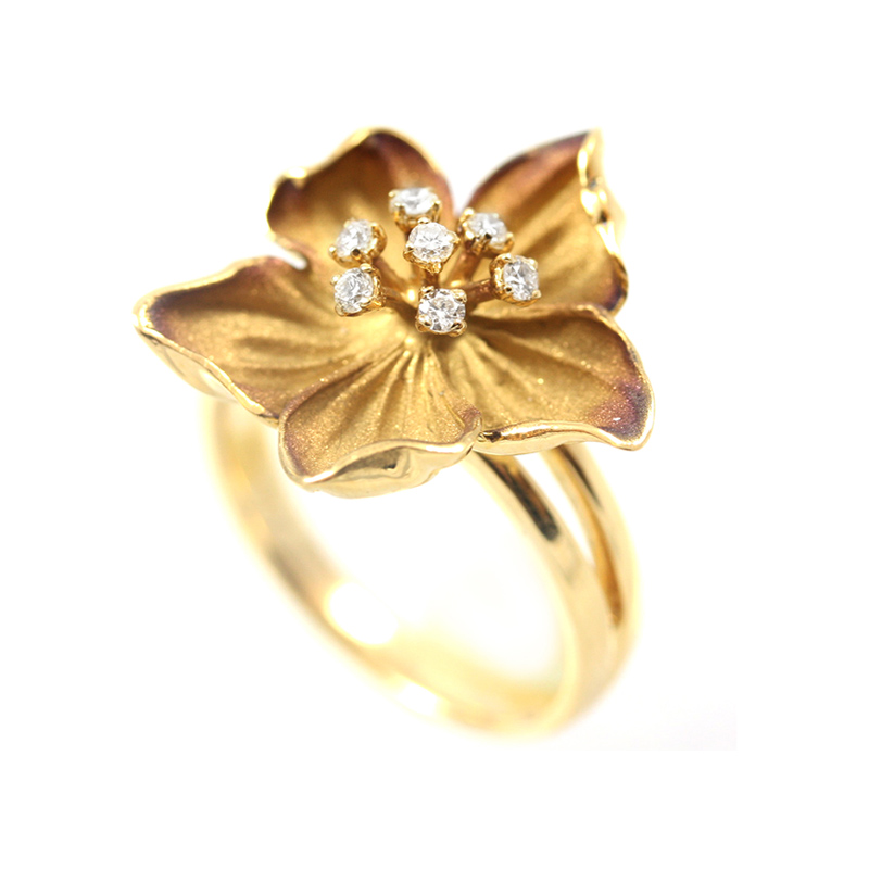 18 Karat yellow gold diamond flower design