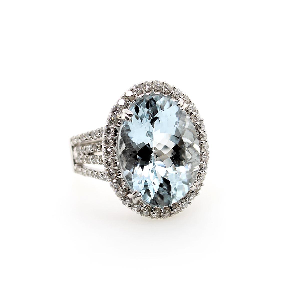 14 Karat White Gold Oval Aquamarine and Diamond Ring
