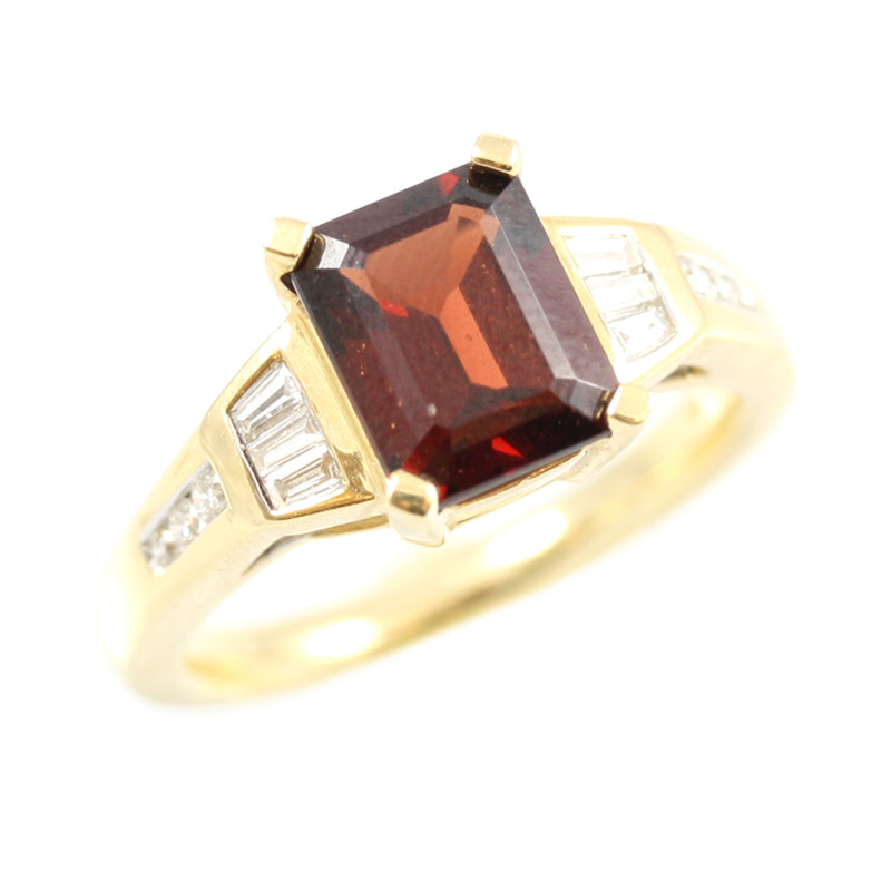 14 karat yellow gold diamond and garnet ring