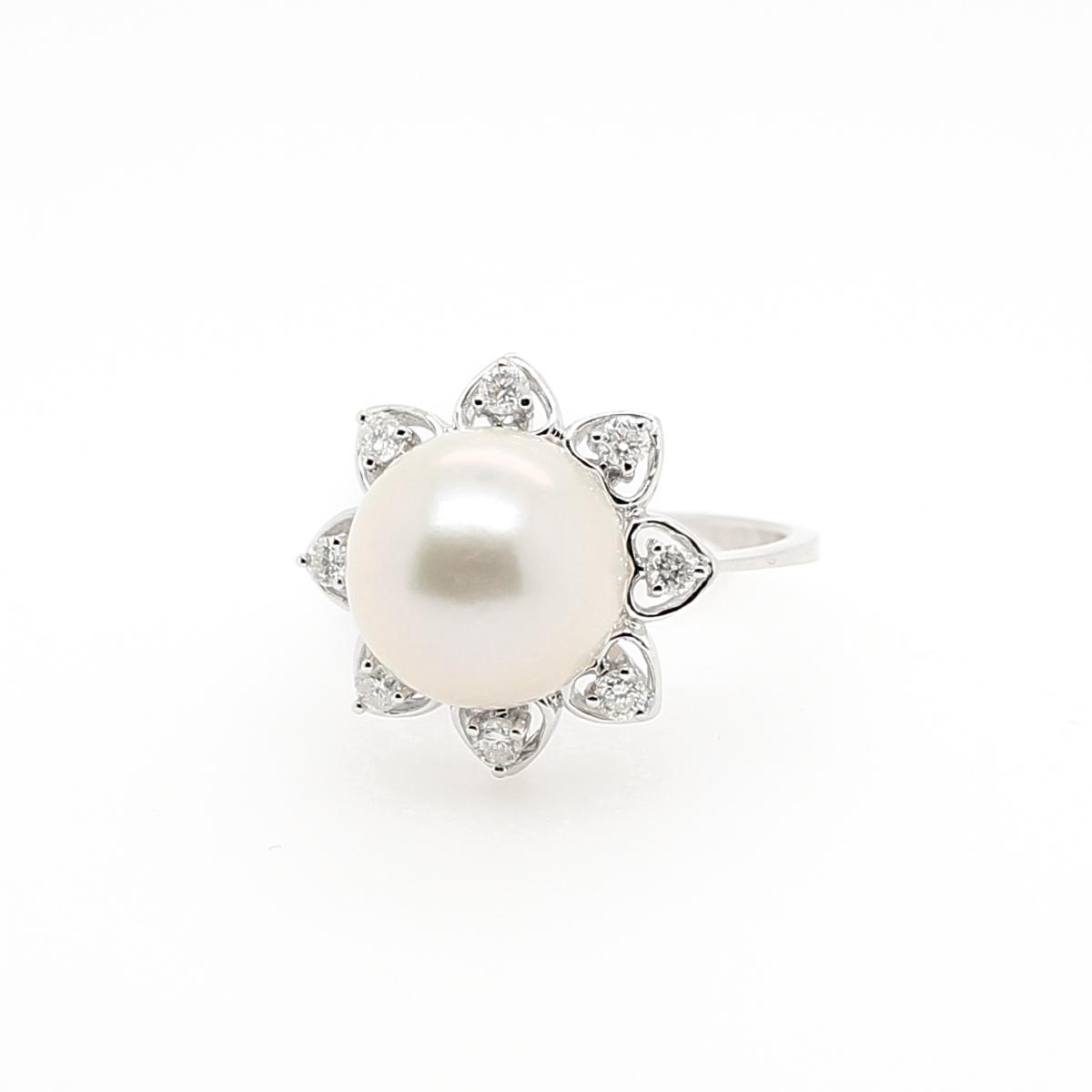 14 Karat White Gold Freshwater Pearl and Diamond Ring