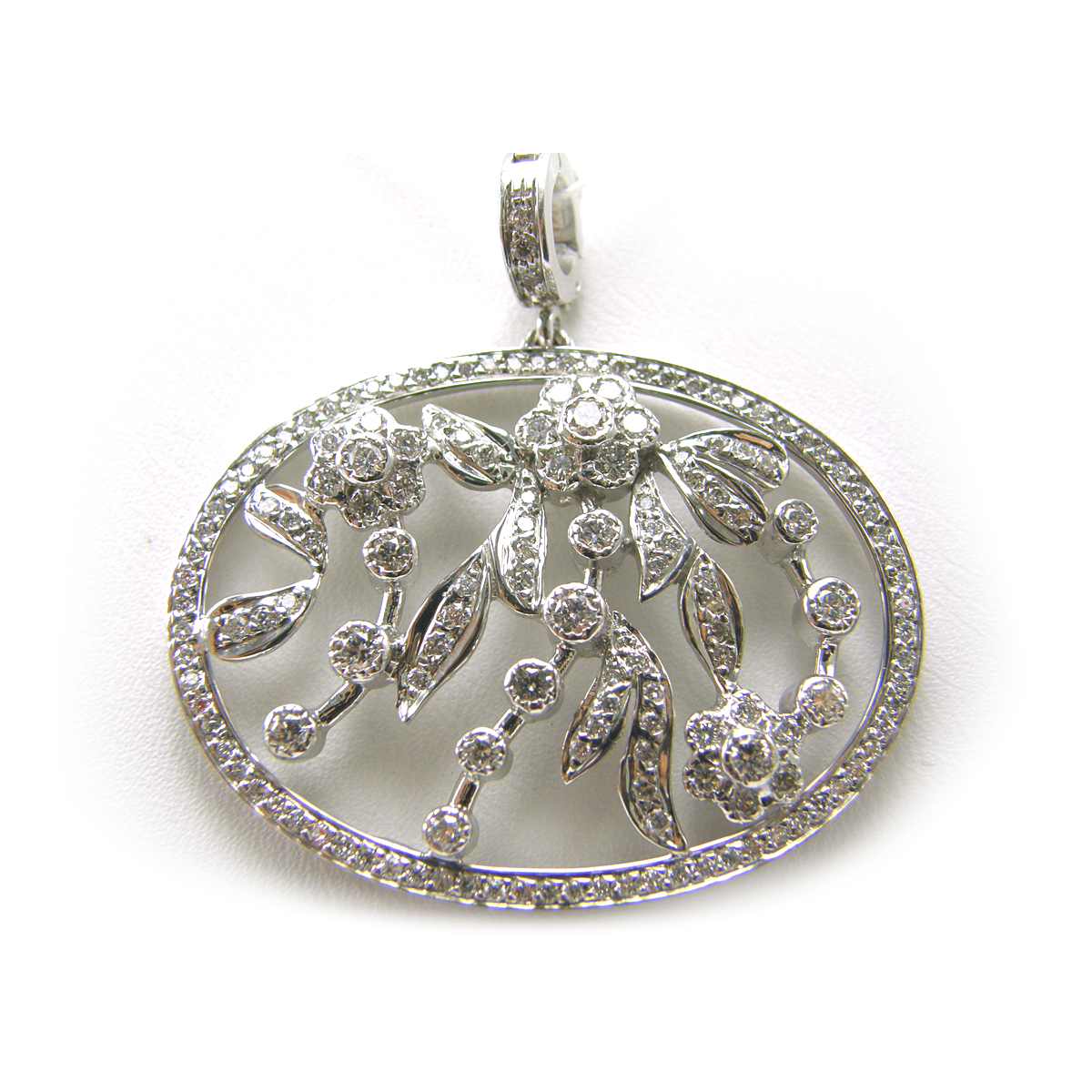Lauren K 18 Karat White Gold Diamond Vineyard Pendant