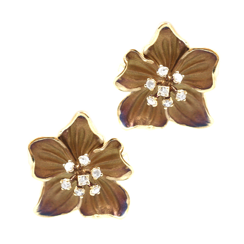 18 Karat yellow gold diamond flower earrings.